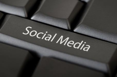 What Makes YOU Stand Out inside the Social Media Crowd?